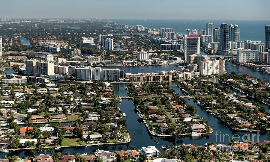 Халландейл Бич, Флорида
