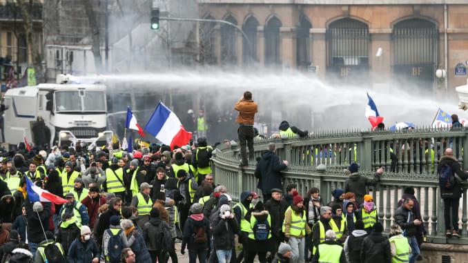 Население недовольно в Париже