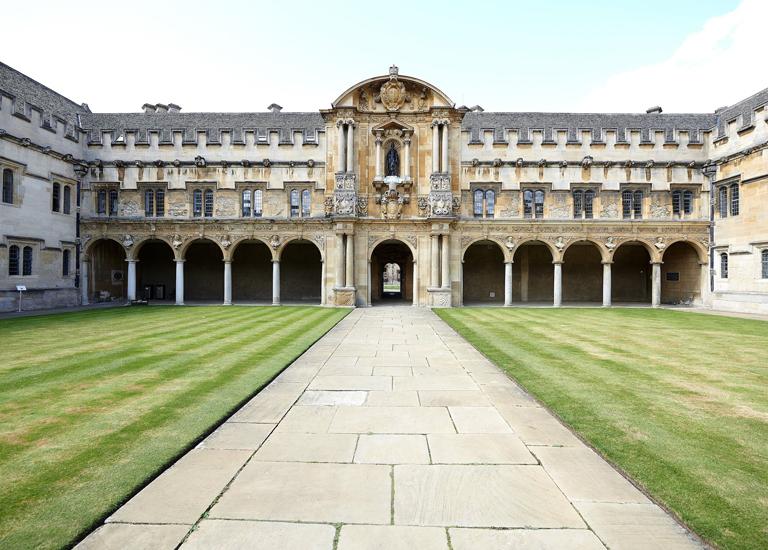 Почему Оксфорд и Кембридж лучшие университеты Великобритании