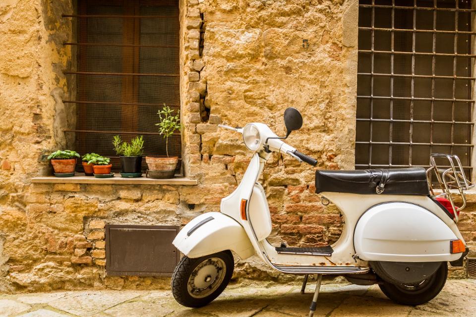Нет более итальянского способа увидеть Рим, чем тур на Веспе.