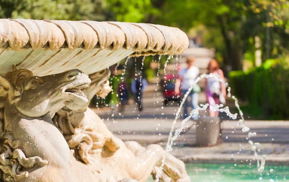 Вилла Боргезе является одним из крупнейших общественных парков Рима.