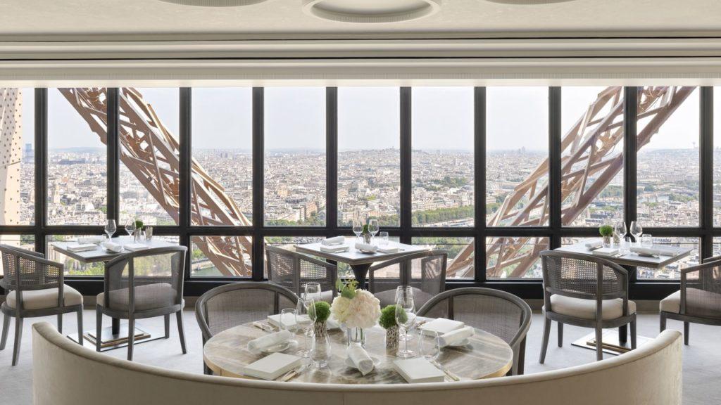 Ресторан Le Jules Verne Париж