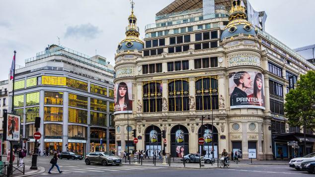 Недалеко от бульвара Осман находятся Galeries Lafayette (Gourmet и Maison через дорогу), а также Printemps.