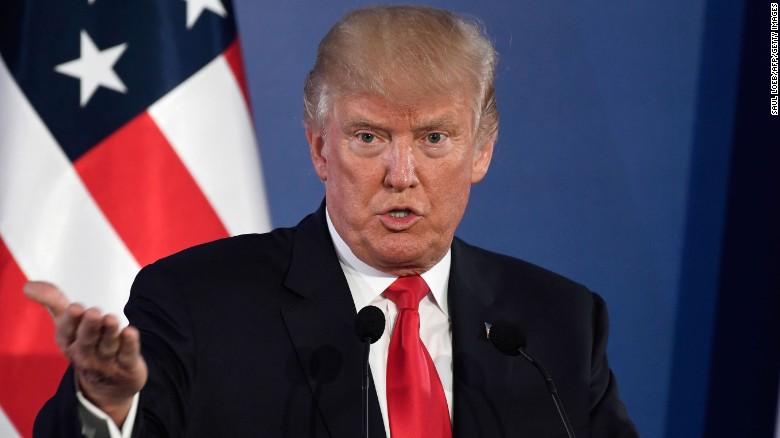 Трамп не хотел подписывать российские санкции