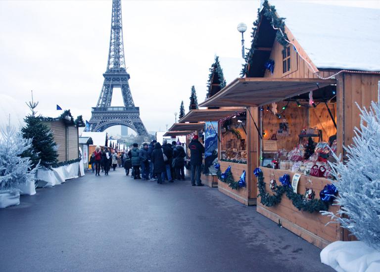 10 очаровательных французских городов, в которые едут все на Рождество