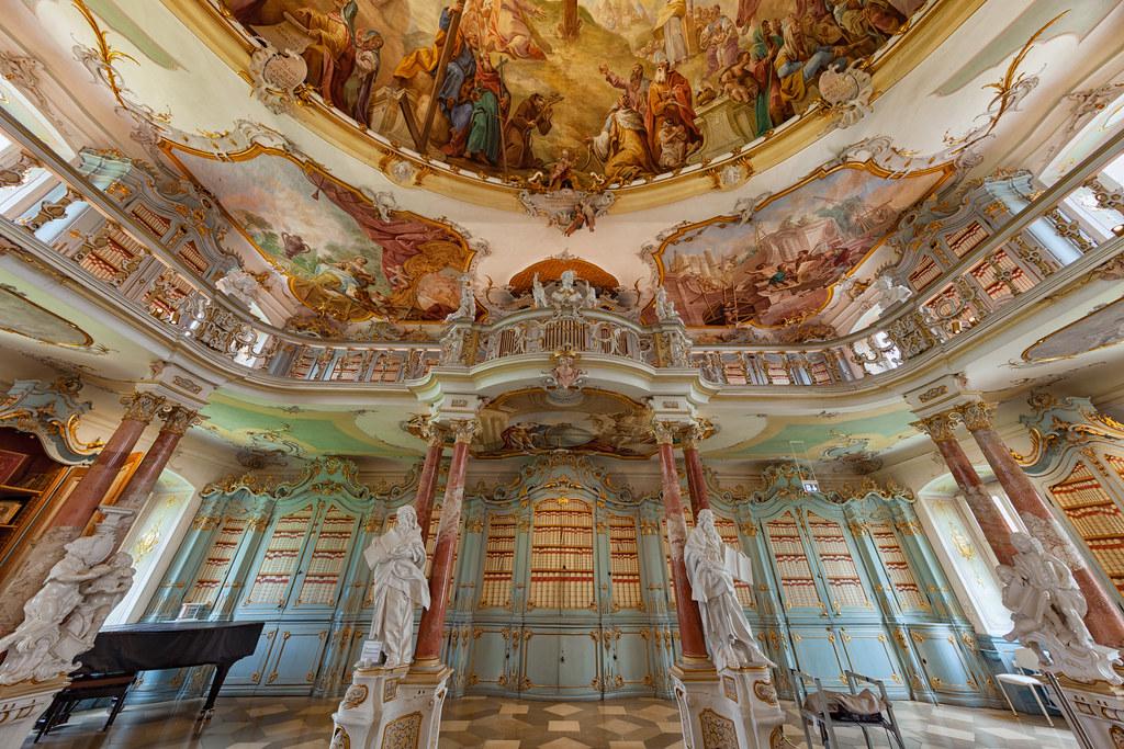 Всего в 30 минутах езды к югу от Виблингена была построена еще одна монастырская библиотека