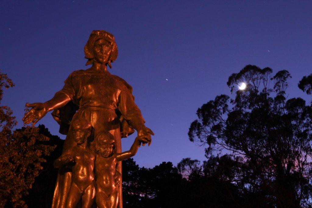 статуя женщины парк Золотые Ворота
