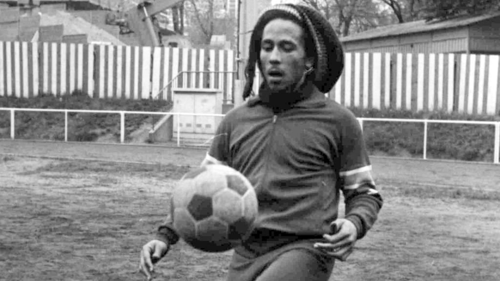 Он был большим любителем футбола
