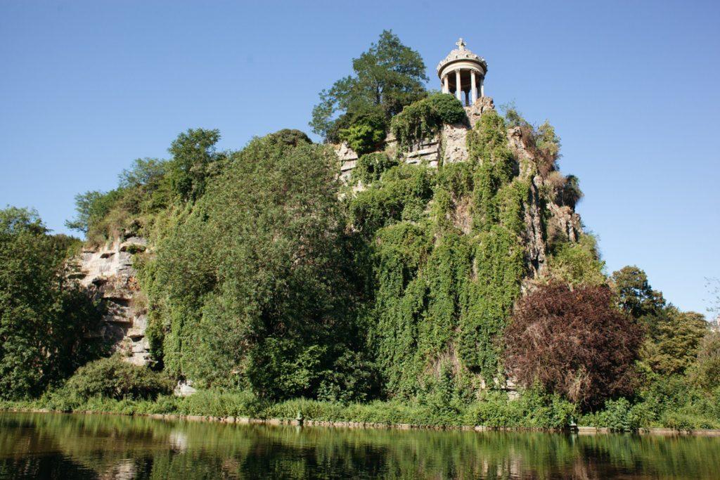 Храм Сивиллы в парке Батт-Шомон
