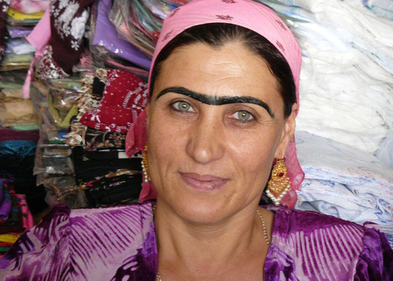 Брови в Таджикистане и другие 12 странных фактов о странах мира