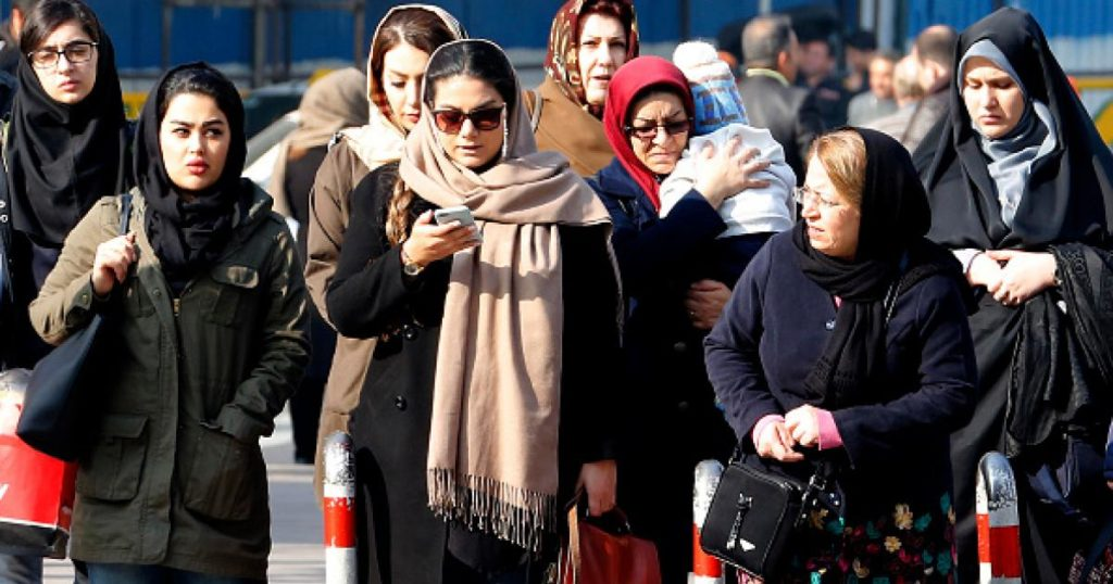 Иран: Все должны соблюдать дресс-код