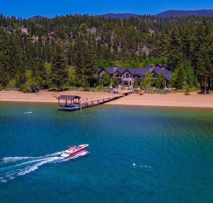 Семейный дом на озере в Неваде стоит $39,9 млн