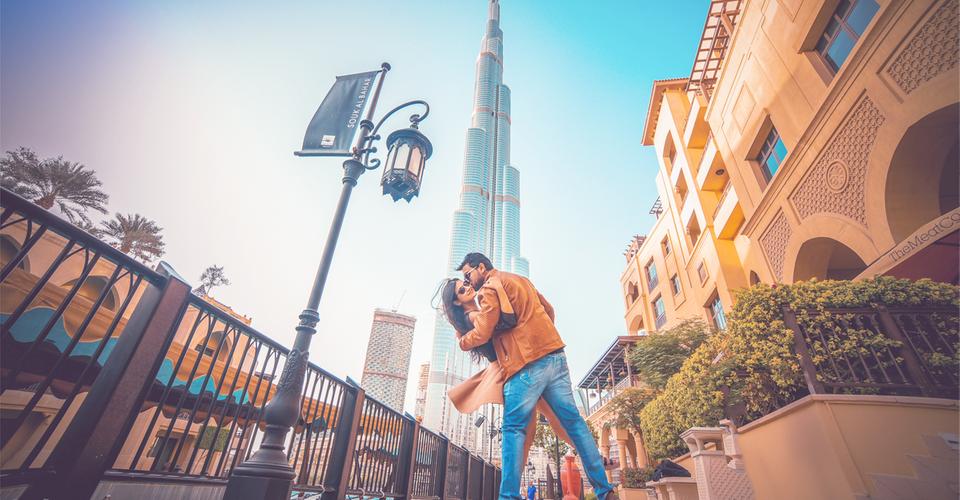 ОАЭ: Целоваться и обниматься на людях нельзя