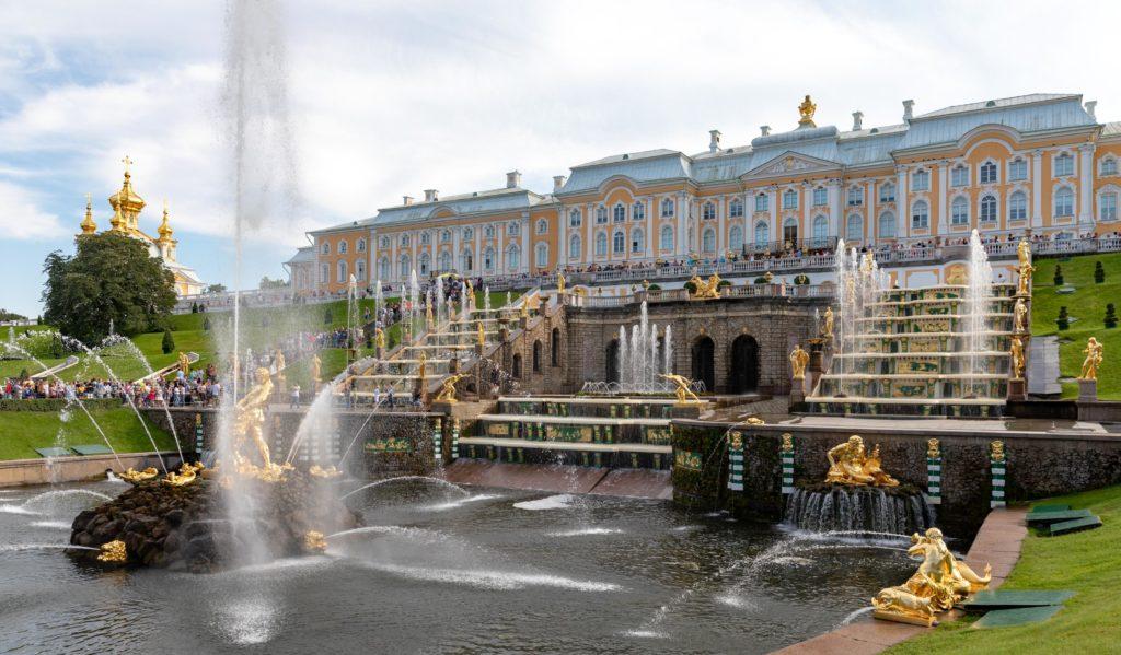 Петергофский дворец