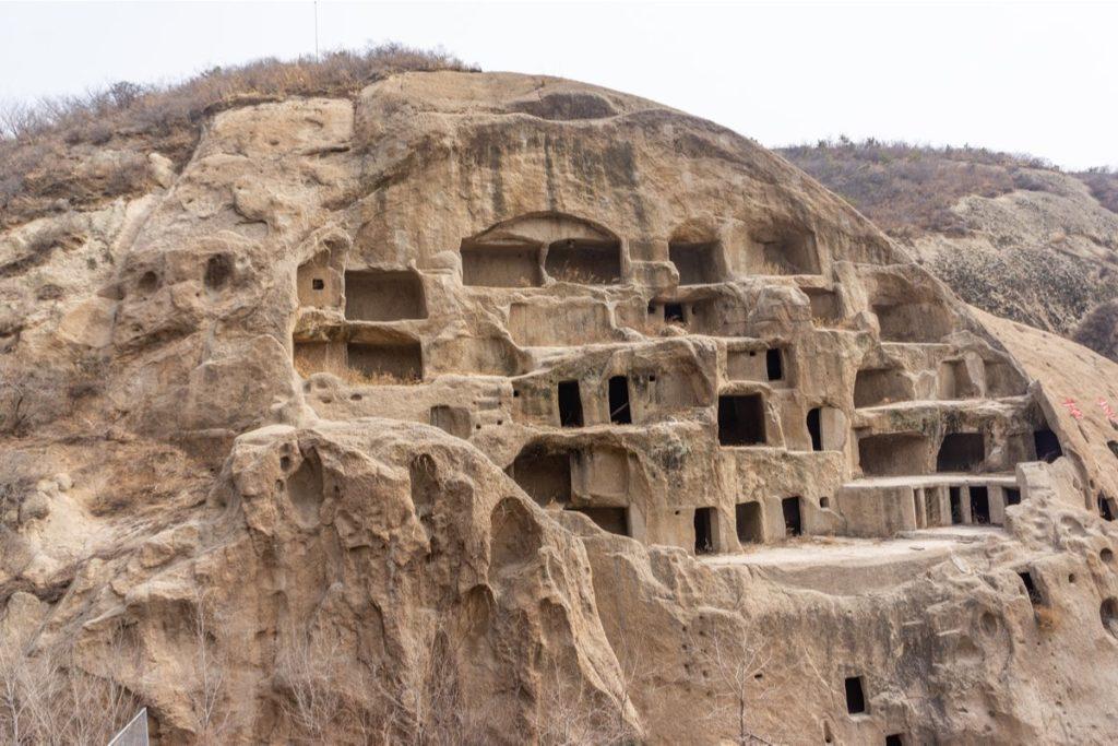 В Китае многие люди живут в экологически чистых пещерах