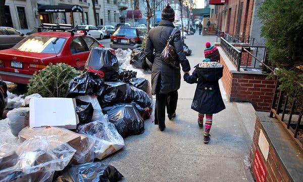 Несмотря на то, насколько красивым может быть этот город, многие его районы постоянно завалены мусором