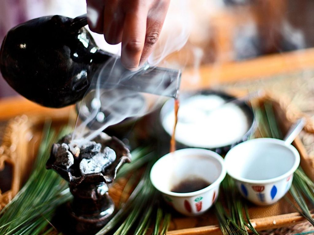Традиционные кофейные церемонии очень важны в Эфиопии