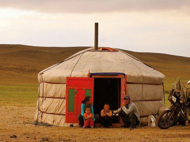 Поживите в семье кочевников в юрте