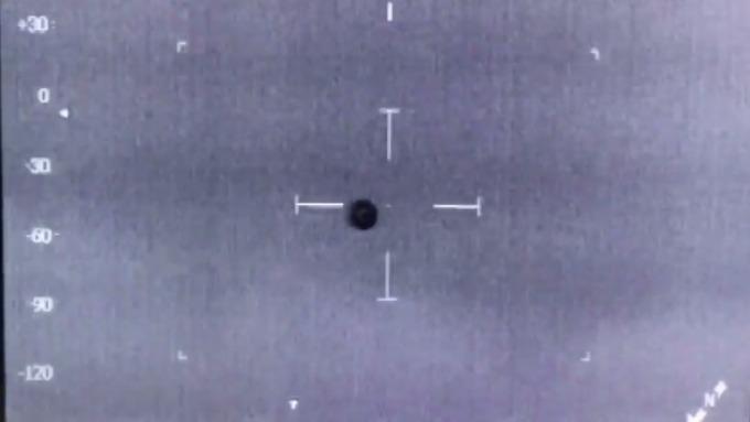 Уэльс: НЛО, которое чуть не сбило полицейский вертолет