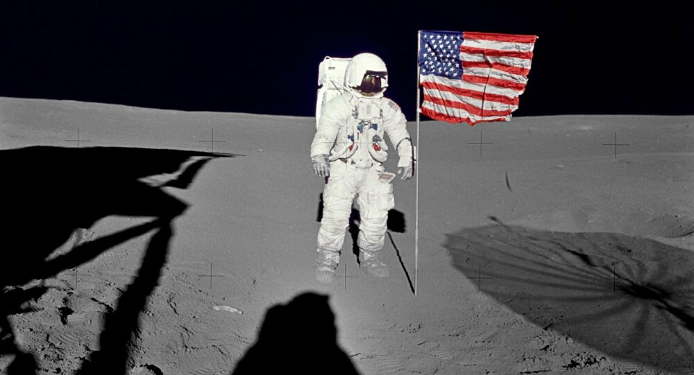 Флаг США на Луне