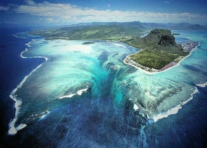Водопады под водой?