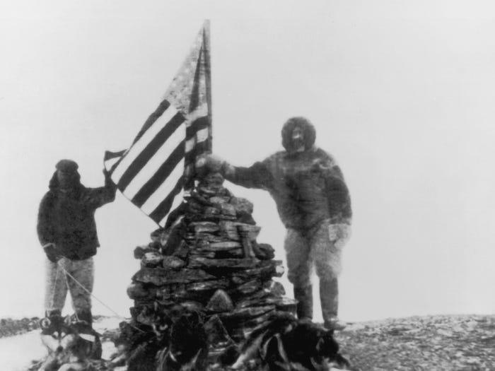 Флаг Соединенных Штатов на Северном полюсе