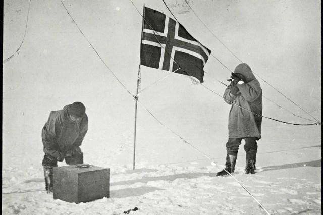 Флаг Норвегии на Южном полюсе