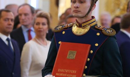 Путинский конституционный царизм в современной России