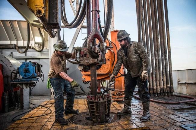 Работники нефтяных месторождений (на суше и на море)