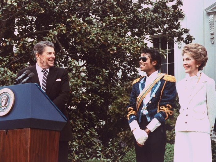 Рональд Рейган и Нэнси Рейган принимают Майкла Джексона в Белом доме (1984 год)