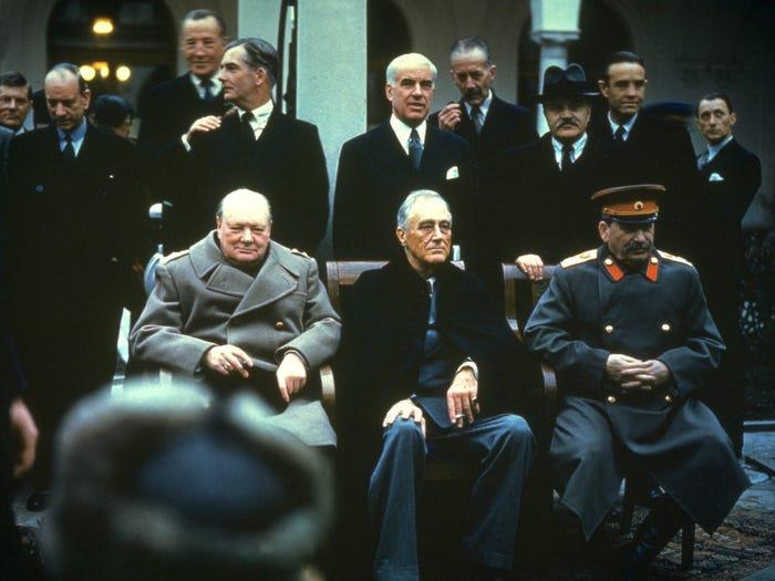 Уинстон Черчилль, Франклин Делано Рузвельт и Иосиф Сталин встретились после войны