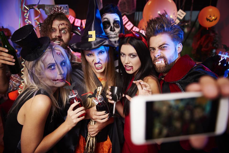 Люди веками одевали маскарадные костюмы на праздники