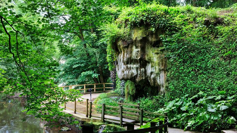 Пещера Матушки Шиптон и Окаменелый колодец, Нерсборо, Англия