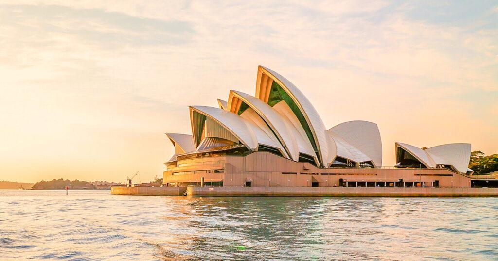Сиднейский оперный театр - Сидней (Австралия)