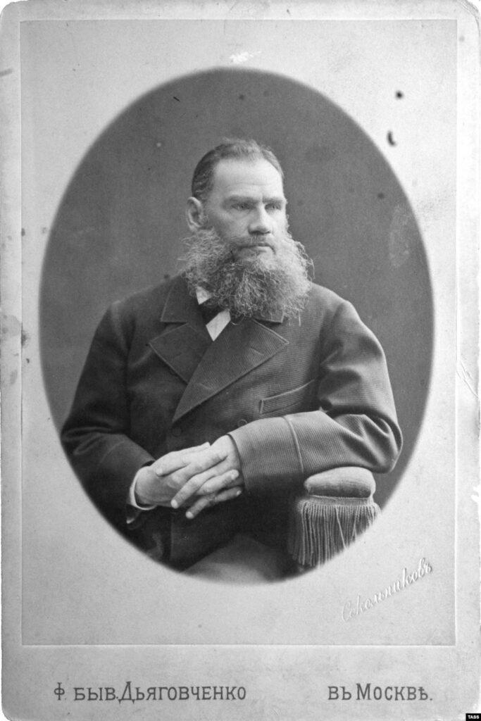 Портрет уже всемирно известного Толстого 1870-х годов