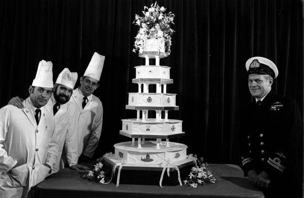 Гости отведали 27 свадебных тортов