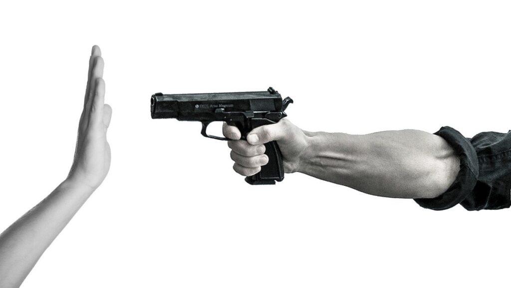 Закон 1968 года первым запретил продажу оружия определенным группам