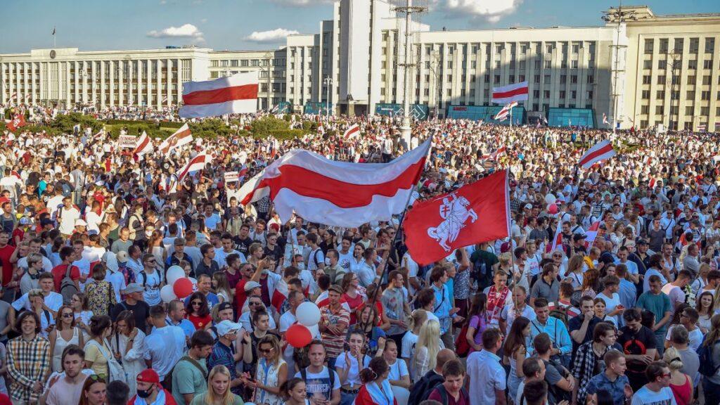 """Путин хочет делегитимизировать """"народные революции"""" как средство передачи власти"""