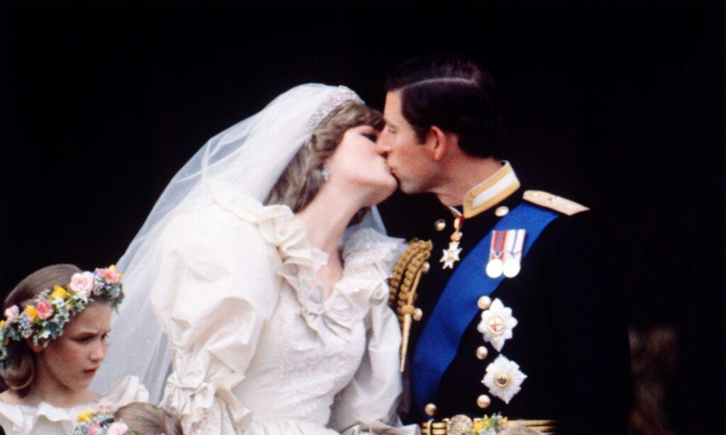 Чарльз забыл поцеловать Диану после того, как пара обменялась обещаниями