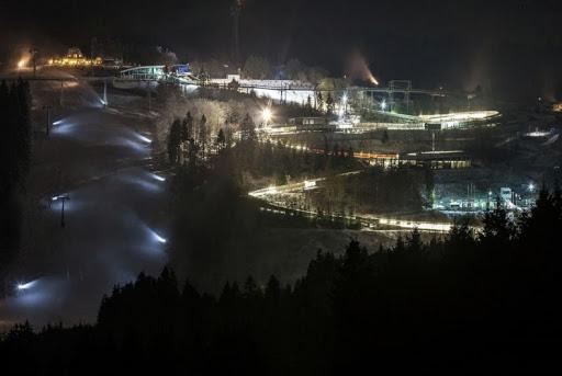Винтерберг, Германия: катание на лыжах после наступления темноты