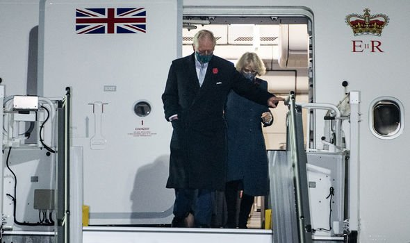 Королевская семья путешествует с пакетами с собственной кровью