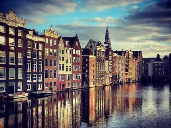 Посмотрите на район каналов Амстердама
