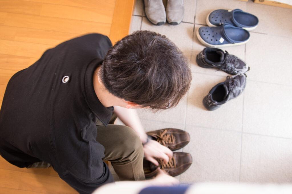Ходить в обуви дома запрещено