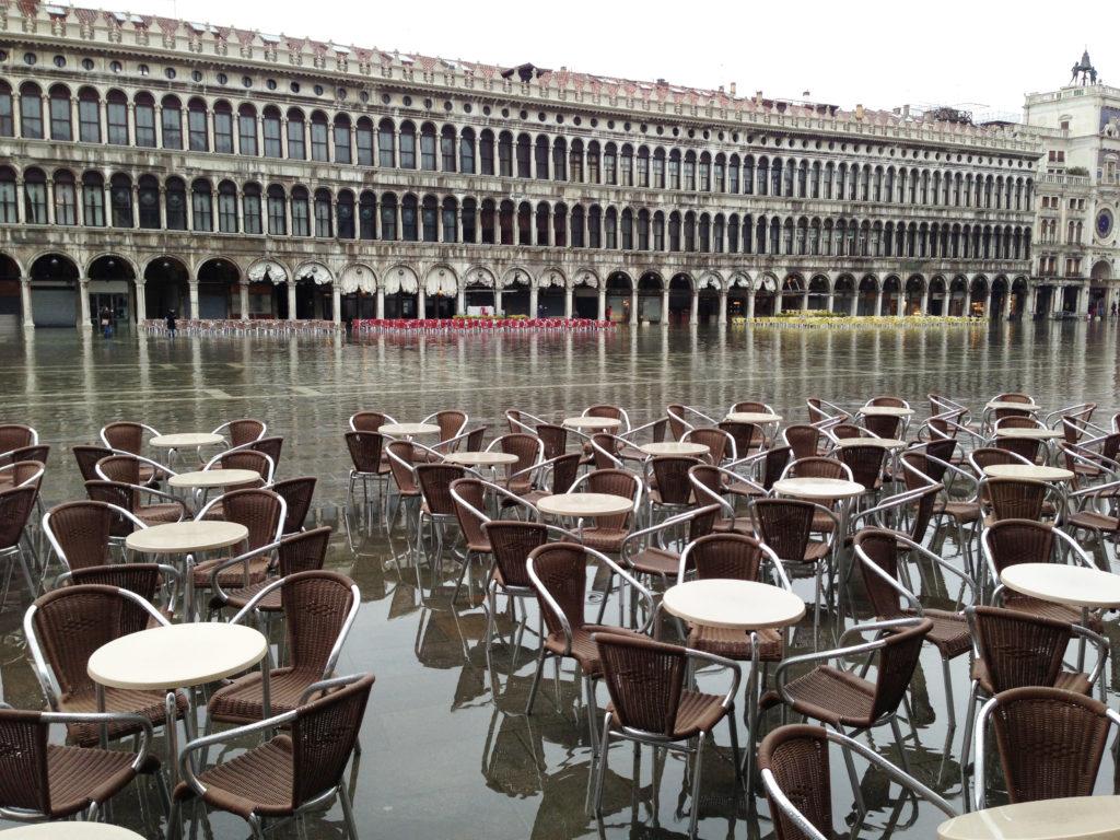 Правительство пытается предотвратить затопление Венеции с 1973 года