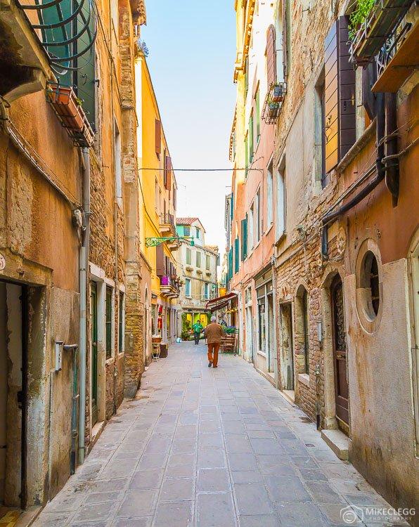 В Венеции одни из самых узких улиц в мире