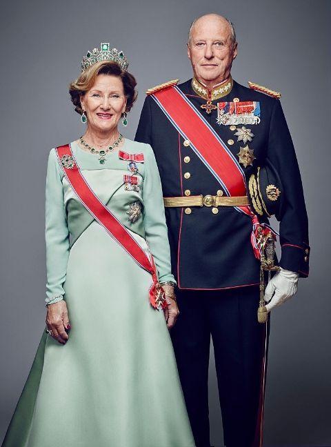 Король Харальд V и королева Соня, 53 года - Норвегия