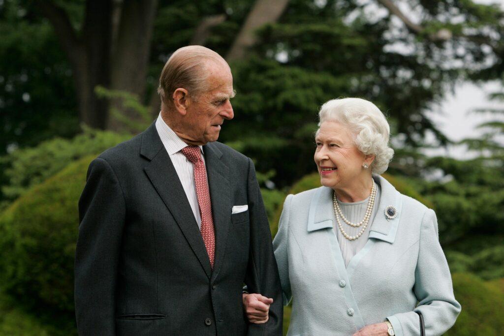 Королева и принц посещают Бродленд