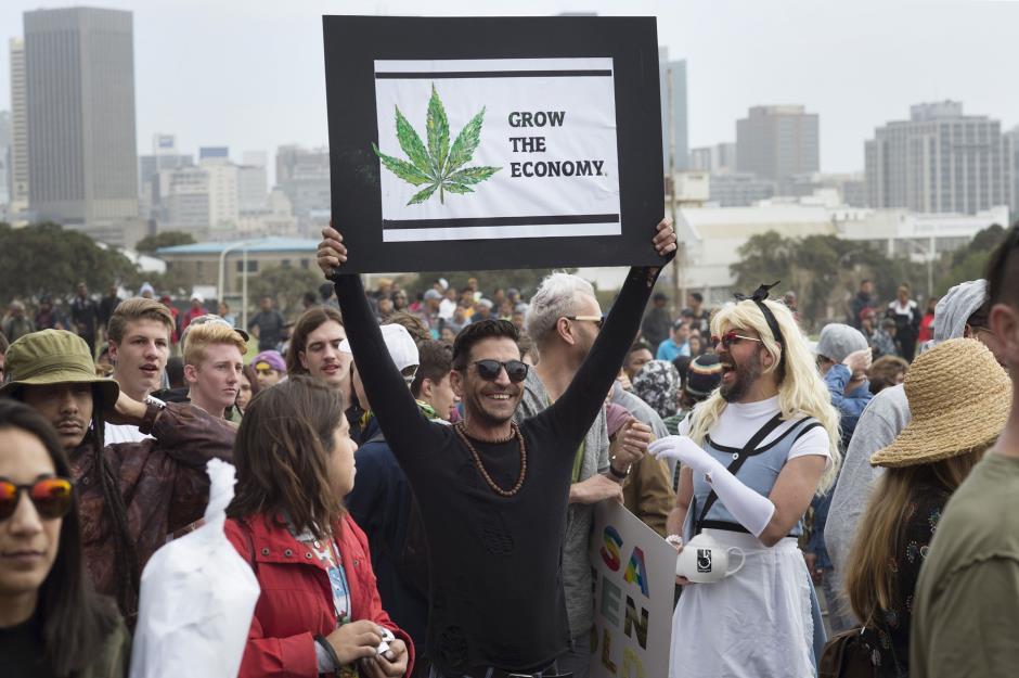 Менее половины (46%) взрослых американцев говорят, что когда-либо употребляли марихуану