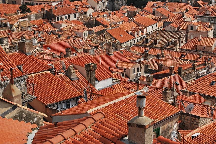 Дома с красной черепицей в Старом городе - Дубровник, Хорватия