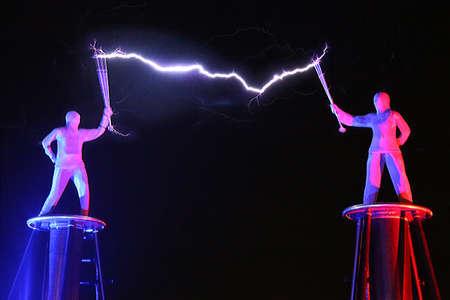 Электрики или артисты?